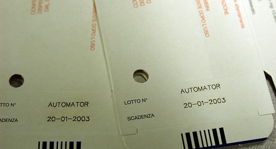 Горещо маркиране на дата върху картон